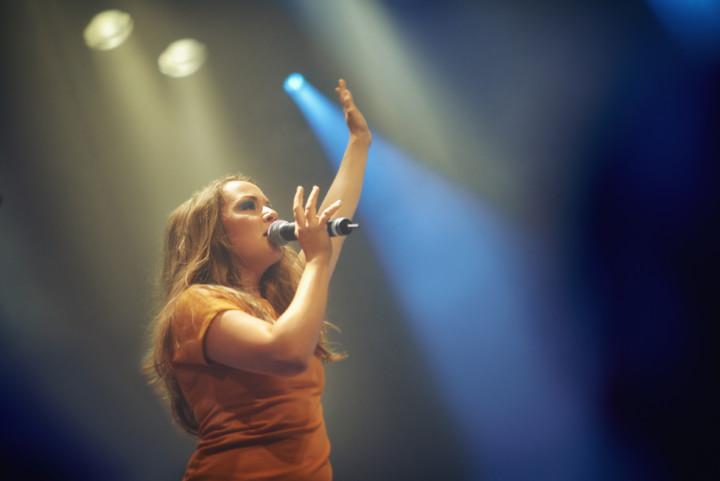 Singer raises arm on stage