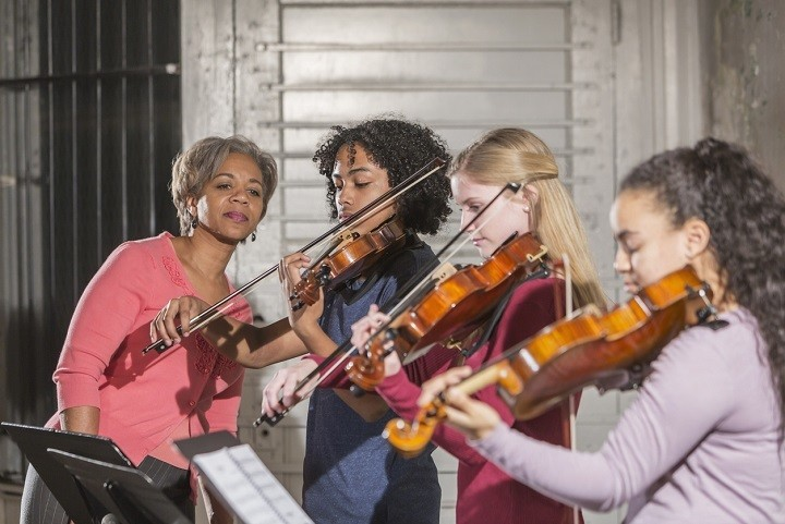 Violin teacher views pupils