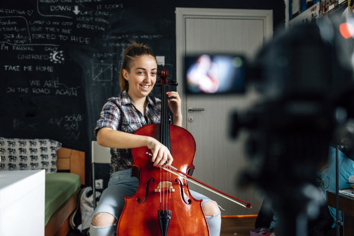 teenager playing the cello