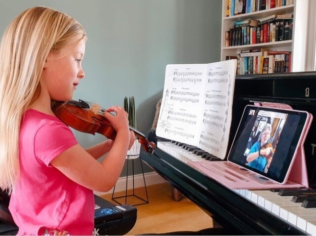 photo of young girl having an online violin lesson with teacher and ISM member Rachel Beale