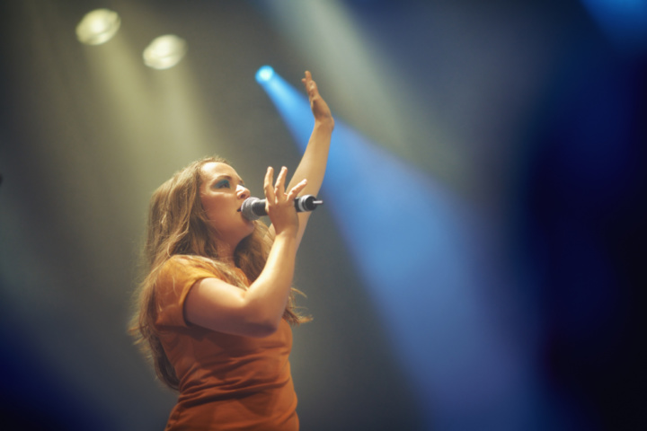 Singer raises arm on stage